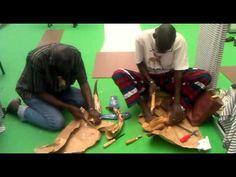 [Vídeo] Artesanos senegaleses trabajando la madera. II Feria Tricontinental de Artesanía.