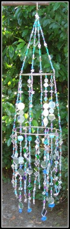 """I love the suncatchers this woman makes.found at """"My Garden Art Goodies"""" Suncatchers, Mobiles, Gypsy Home Decor, Outdoor Art, Beads And Wire, Wire Art, Glass Art, Sea Glass, Garden Art"""