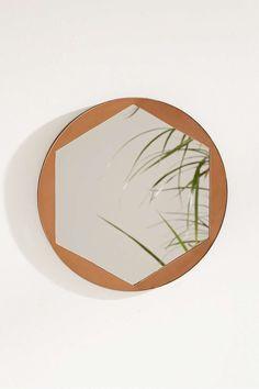 Sechseckiger Spiegel mit Oberlage aus Metall