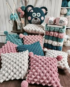 Декоративные диванные подушки крючком с узором 'попкорн' Crochet Cushion Cover, Crochet Pillow Pattern, Crochet Cushions, Crochet Patterns, Baby Knitting, Crochet Baby, Knit Crochet, Crochet Doilies, Crochet Stitches