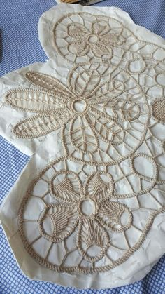 Image gallery – Page 435230751488635350 – Artofit Hand Embroidery Patterns, Diy Embroidery, Crochet Patterns, Irish Crochet, Crochet Lace, Romanian Lace, Japanese Crochet, Cross Stitch Christmas Ornaments, Art Du Fil