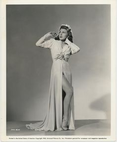 Evelyn Ankers in Frankensteins vålnad (1942) http://www.movpins.com/dHQwMDM0Nzg2/the-ghost-of-frankenstein-(1942)/still-1837105920