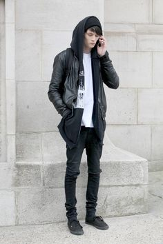 Phoning home black in black leather jacket shoes shirt fashion style Rock Street Style, Rock Style Men, Dark Fashion, Urban Fashion, Mens Fashion, Fashion News, Looks Black, Hommes Sexy, Black Boys