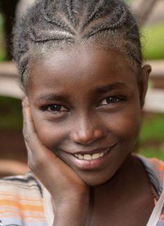 Village Girl - Wolayta - Ethiopia - By Rod Waddington Beautiful Smile, Beautiful Black Women, Beautiful Children, Beautiful Babies, Beautiful People, Stunningly Beautiful, Village Girl, African Children, Smiles And Laughs