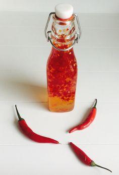 zelf zoete chilisaus maken Dutch Recipes, Asian Recipes, Dean Foods, Sauce Chili, Homemade Chili, Homemade Sauce, Dips, Indonesian Food, Spice Mixes