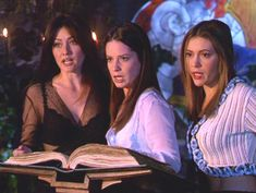 Charmed: Holly Marie Combs Bewitches Wizard World Chicago Phoebe Charmed, Serie Charmed, Charmed Tv Show, Charmed Sisters, Holly Marie Combs, Rose Mcgowan, Lord Voldemort, Alyssa Milano, The Cw