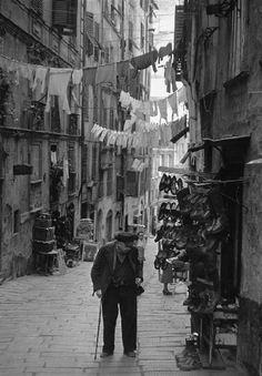 Photo: Henri Cartier-Bresson 1952 Y SIGUE SINTIÉNDO CURIOSIDAD EN ESE PASEO DE CACHAVA.