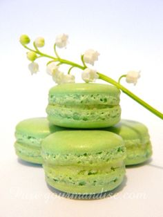 Macarons au muguet - www.puregourmandise.com