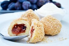 Süße #Topfenknödl mit Zwetschkenfülle sind köstlich. Das #Rezept stammt aus der alten Tiroler Hausmannskost.