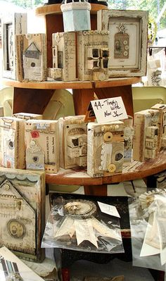 ~ The Feathered Nest ~: The Country Living Fair in Atlanta. Craft Show Displays, Booth Displays, Store Displays, Display Ideas, Country Living Fair, Shabby, Assemblage Art, Small Art, Vintage Crafts