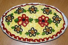 Salad Design, Food Design, Buffet, Food Sculpture, Romanian Food, Edible Arrangements, Xmas Food, Spinach Stuffed Chicken, Food Decoration