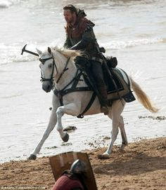 Russell Crowe as 'Robin Hood'. He surely does know how to weild a weapon and ride a horse, he is a natural : )