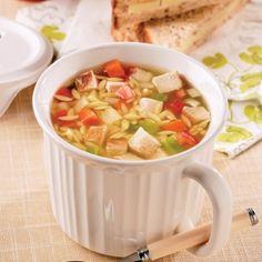 Soupe-repas au poulet et orzo - Soup Recipes, Dog Food Recipes, Healthy Recipes, Recipies, Confort Food, Canadian Food, Canadian Recipes, Nutrition Month, Soups And Stews