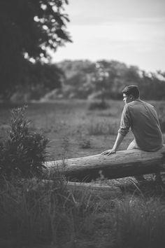 louis senior photographer — the Portrait Photography Men, Photography Poses For Men, Male Models Poses, Male Poses, Male Senior Pictures, Guy Pictures, Tumblr Hipster, Boy Poses, Senior Guys