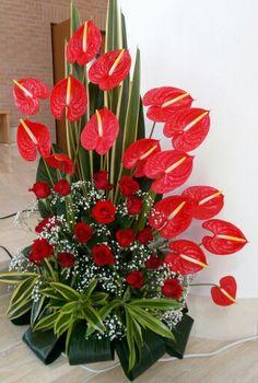 Choosing The Flower Arrangements For Church Wedding Gladiolus Arrangements, Tropical Floral Arrangements, Large Flower Arrangements, Tropical Flowers, Altar Flowers, Church Flowers, Funeral Flowers, Ikebana, Deco Floral