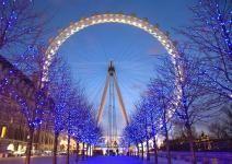 Uma roda gigante de observação proporciona a vista mais espetacular da cidade de Londres.     Desde sua inauguração no ano 2000, London Eye se tornou um símbolo da cidade, e é reconhecida internacionalmente.     A maior roda gigante da Europa, com 135 metros de altura e 32 cabines, passou a ser um dos pontos turísticos mais disputados de Londres.