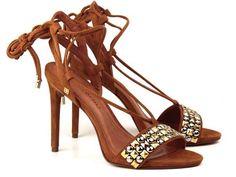 Calçados e acessórios cheios de estilos.