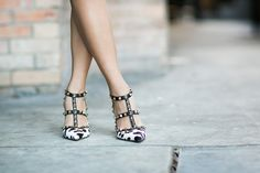 Valenino Rockstuds in Animalprint!  #Valentino #Italy #Fashion #Luxe #Shoes #Heels #Pumps