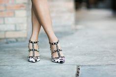 Valenino Rockstuds in Animalprint!  #Valentino #Italy #Fashion #Luxe #Shoes #Heels #Pumps