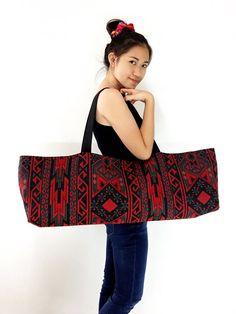 Handmade Yoga Mat Bag Woven Yoga Bag Cotton Yoga Bag by VeradaBags Yoga Bag Pattern, Tote Pattern, Bag Women, Yoga Mat Bag, Yoga Accessories, Fabric Bags, Fabric Jewelry, Couture, Cotton Bag