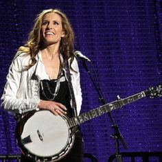 Emily Robison of the Dixie Chicks was born today in 1972