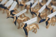 Gold Horse Escort Cards | Photo: DWJ Studios #cjsoffthesquare