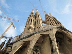 Barcelona - Sagrada Familia por Gaudí - Fachada de la Pasión 2011 (finaliza 2026) Gaudi, Places Ive Been, Barcelona, Tower, Spaces, Building, Travel, Image, Viajes