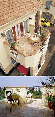 2 階のリビングに繋がる見晴らしの良いルーフバルコニー。床はスペイン直輸入の絵タイルです。|テラス|デザイン|ナチュラル|タイル|インテリア|ガーデン|