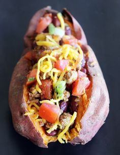 Chili-Stuffed Sweet Potato recipe: All you need are five common ingredients to cook up a hearty, satisfying, and delicious meal that's low in calories but high in nutrition.