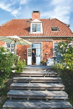Det er svært at overse, hvad Anettes profession er, når du t House By The Sea, My House, Danish House, Bungalow Interiors, Exterior Paint Colors For House, Garden Deco, Craftsman Style Homes, Dordogne, House Goals