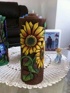 velones tallados - Buscar con Google Henna Candles, Diy And Crafts, Paper Crafts, Essential Oil Candles, Candle Craft, Bottle Art, Cold Porcelain, Clay Art, Candlesticks