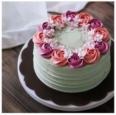 Pretty and easy Gorgeous Cakes, Pretty Cakes, Cute Cakes, Amazing Cakes, Cake Icing, Buttercream Cake, Eat Cake, Cupcake Cakes, Cake Decorating Tips