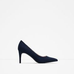 Shop Women's Zara Blue size 6 Heels at a discounted price at Poshmark. Classic heels to. Navy Blue Pumps, Navy Shoes, Ss16, Pumps Heels, Stiletto Heels, Frauen In High Heels, Court Heels, Zara Women, Womens High Heels