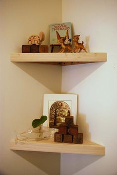 corner shelves - I can think of three rooms in my house these would be great in!