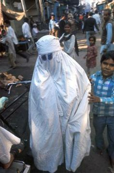Purdah in India | WOMAN, INDIA. New Delhi. Woman in a purdah. CDREF00024