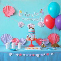 Il fait beau, il fait chaud ☀️direction la mer  aujourd'hui sur mon carnet d'inspiration à la découverte d'une fête d'anniversaire sur le thème des sirènes, coquillages  et crustacés et je vous propose un petit DIY pour réaliser des coquillages en papier façon éventail [lien dans mon profil]  Bon week-end !  .  .  #mermaidparty #mermaidbirthdayparty #mermaid #sirene #birthday #party #fete #deco #anniversaire #papercraft