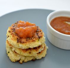 Cauliflower Cheese and Bacon Fritters - Cauliflower Bacon and Cheese Fritters - Cauliflower Fritters, Cauliflower Cheese, Vegetable Dishes, Vegetable Recipes, Easy Cauliflower Recipes, Pregnancy Cravings, Fit Pregnancy, Thing 1, Savory Snacks