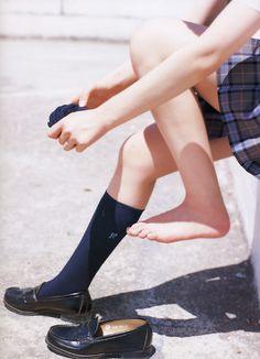 Pin on 制服 Rory Gilmore, Gilmore Girls, Cute Asian Girls, Pretty Girls, School Girl Japan, Teen Feet, Japanese School Uniform, Barefoot Girls, Cute Japanese Girl