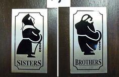 A criatividade está em toda parte. Inclusive emportas de banheiros e dentro deles. Aqui reunimos uma lista com50 placas debanheiros masculinos, femininos e algumas variantes espalhadas pelo plan…