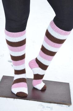 Made by Heidi -bklogissa herkullisia sukkia Novita 7 Veljestä -langasta! Knitting Projects, Knitting Patterns, Sock Toys, How To Purl Knit, Knee Socks, Knitting Socks, Leg Warmers, Mittens, Knit Crochet