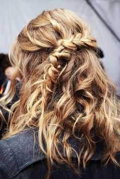 Easy hairstyle tips and tricks for beachy waves at www.ddgdaily.com