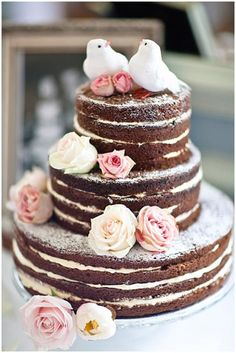 naked cake with roses