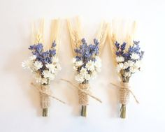 11 Easy Ways To Create a Rustic Wedding DIY your very own groom's boutonniere with fall flower combos. From wildflowers to jute favor bags, each of these adds that country vibe to your big day. Lavender Boutonniere, Rustic Boutonniere, Groomsmen Boutonniere, Corsage Wedding, Flower Bouquet Wedding, Fall Flowers, Dried Flowers, Cheap Wedding Flowers, Wedding Sunflowers