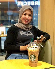 """𝓝𝓾𝓻𝓾𝓵 𝓢𝔂𝓪𝓯𝓲𝓺𝓪𝓱🐾 di Instagram """"Terlalu pura pura bahagia, sampai aku terlupa macam mana untuk bahagia. 😚"""" Hijabi Girl, Girl Hijab, Hijab Jeans, Hijab Chic, Beautiful Hijab, Muslim Women, Pretty, Beauty, Instagram"""