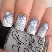 Gray and white gradient nails with snowflakes. (by m_a_tom on IG) Grey Christmas Nails, Christmas Toes, Holiday Nails, Christmas Holiday, Nail Designs Easy Diy, Grey Nail Designs, Beautiful Nail Designs, Rose Gold Nails, Gray Nails