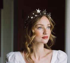 Who ADORES hairpieces?👑👑We think they add that *special something* and truly polish a look. So when we saw these STUNNING hairpieces +… Vintage Bridal Hair, Wedding Hair Pins, Wedding Shoes, Wedding Crowns, Circlet, Bright Stars, Gorgeous Hair, Pretty Hair, Bridal Accessories