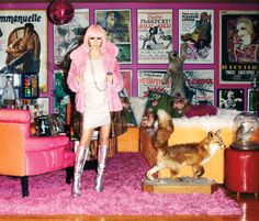 A Fashionable Life: Linda Ramone - Linda in her living room.