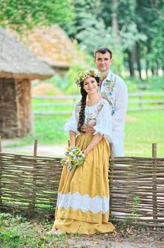 Modern twist on Ukrainian wedding costumes Traditional Dresses, Traditional Wedding, Russian Wedding, Romanian Wedding, Wedding Costumes, Folk Fashion, Bridal Crown, Folklore, Wedding Couples