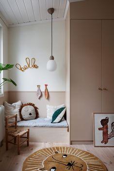 Cute kids room in beige tones is part of Scandinavian kids rooms - Kids room design, kids room wall color, scandinavian kids room, beige kids room Girl Room, Girls Bedroom, Bedroom Decor, Wall Decor, Bedroom Lighting, Bedroom Ideas, Kids Room Lighting, Playroom Decor, Bedroom Lamps