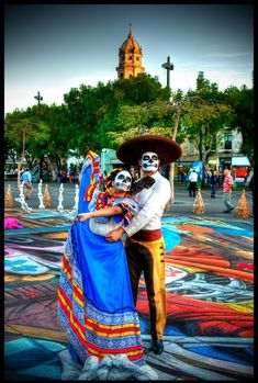 November 2nd, Folklore, Mexican festival. I love this dancing couple. They're amazing with colourful costume and beautiful makeup.